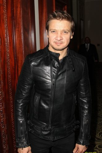 mesmerizing-jeremy-renner-kill-the-messenger-jacket-1