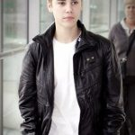 justin-bieber-at-heatrow-airport-leather-jacket-1